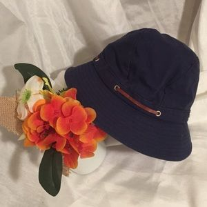 Nine West navy bucket hat with brown small strap